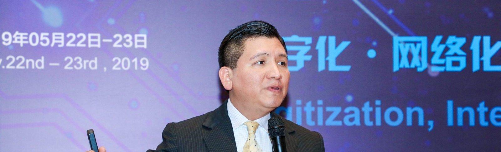 Edgar Perez presenting